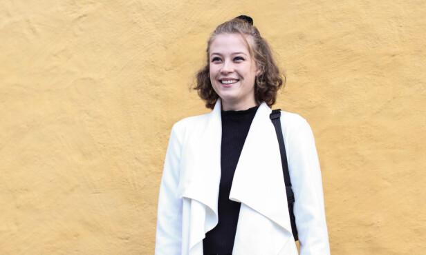 POSITIV, TIL TROSS FOR SYKOM: Selv om Sol føler at hun har gått glipp av store deler av ungdomstiden sin, er hun fornøyd med livet sitt. Hun håper at hun en dag kan begynne på skolen igjen. FOTO: Ida Bergersen