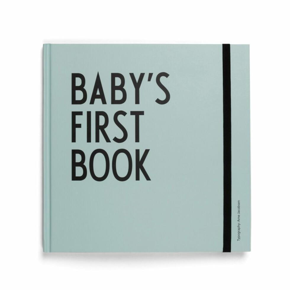 Baby's first book |499,-| https://www.scandinaviandesigncenter.no/merkevarer/design-letters/design-letters-mitt-forste-ar-bok/?variantId=26532-01&currency=NOK&countryCode=NO&gclid=Cj0KCQiArqPgBRCRARIsAPwlHoUasbeGyJPgpuE5ekStg6zUVpmKUPm-v-iYx8aZi2HKiqeCElMa4bgaAgWMEALw_wcB