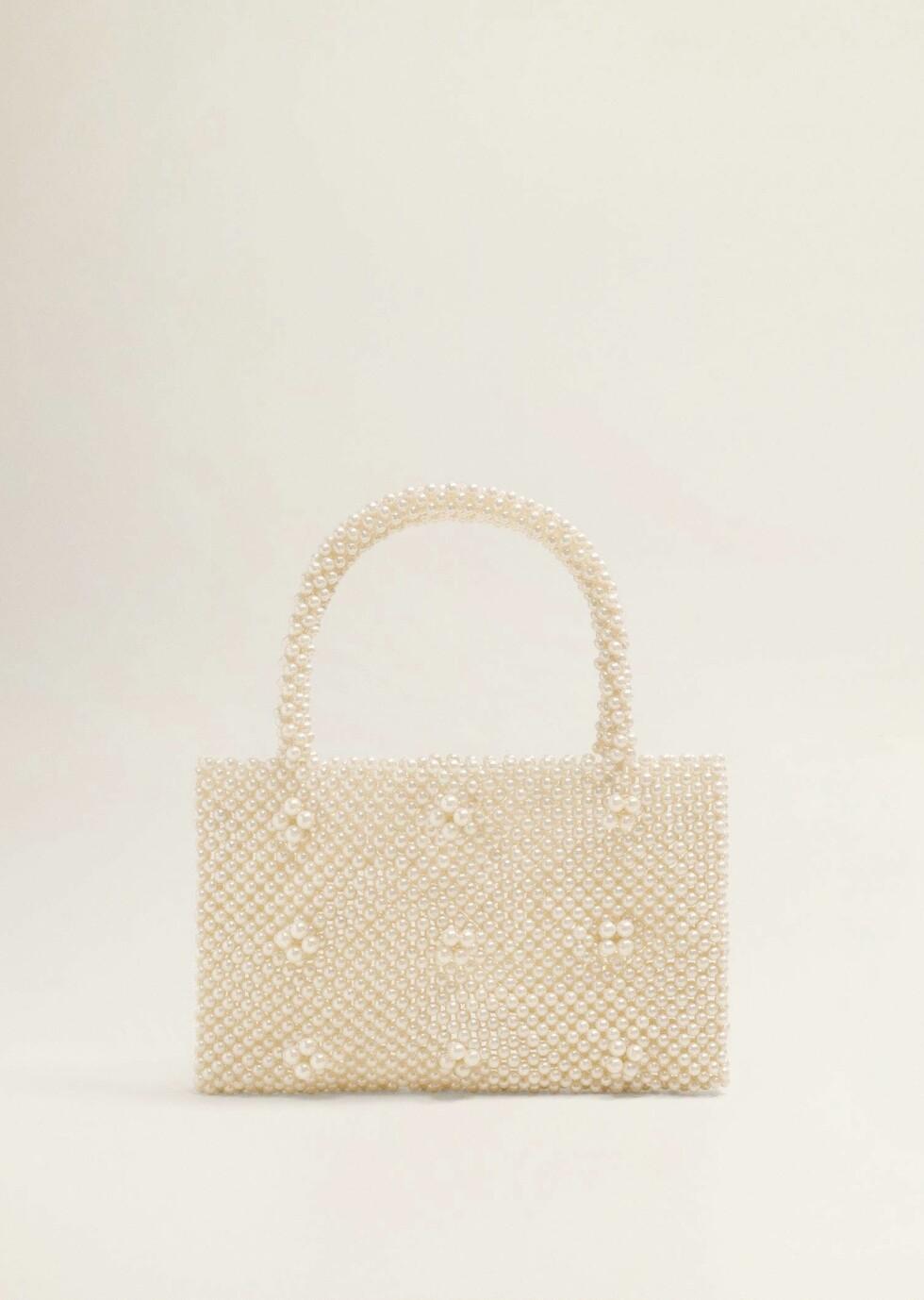 Veske fra Mango |500,-| https://shop.mango.com/no-en/women/bags-handbags/pearls-bag_33050996.html?c=01&n=1&s=accesorios_she.accesorio;40,340,440
