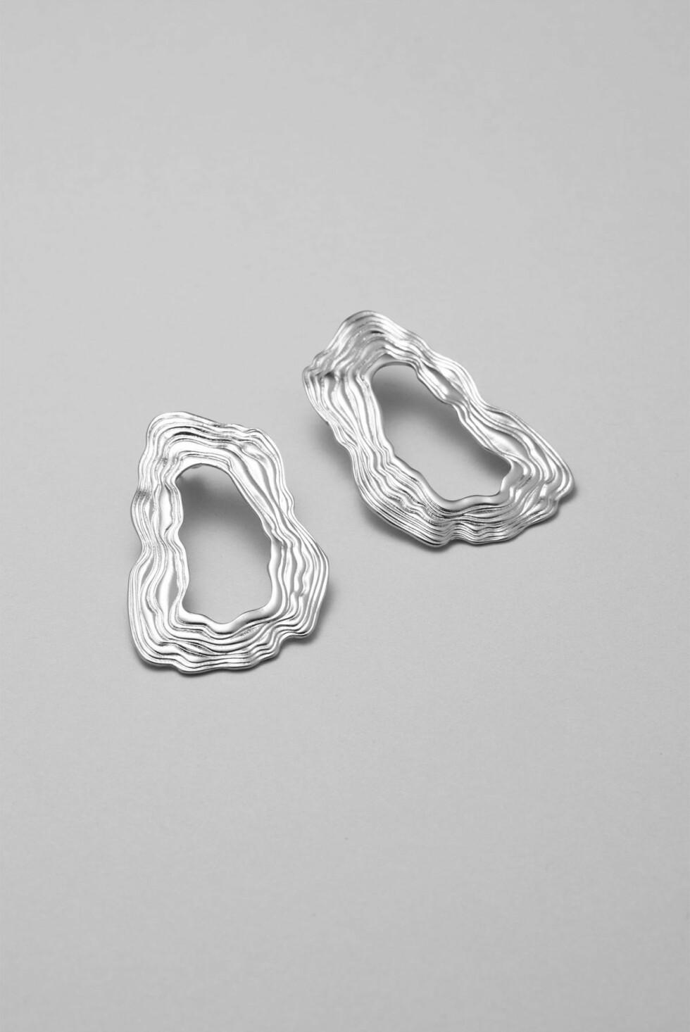 Øredobber fra Weekday |100,-| https://www.weekday.com/en_sek/women/accessories/product.chip-earrings-silver.0638422002.html