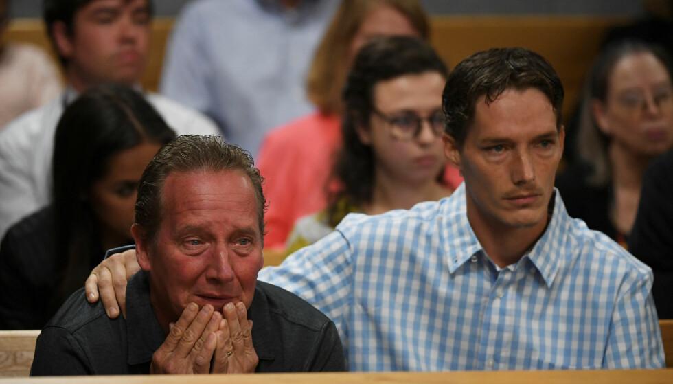 <strong>I SORG:</strong> Shan'anns far Frank Rzucek og bror Frankie Rzucek oppløst i tårer under rettssaken mot Christopher Watts i august. FOTO: NTB Scanpix
