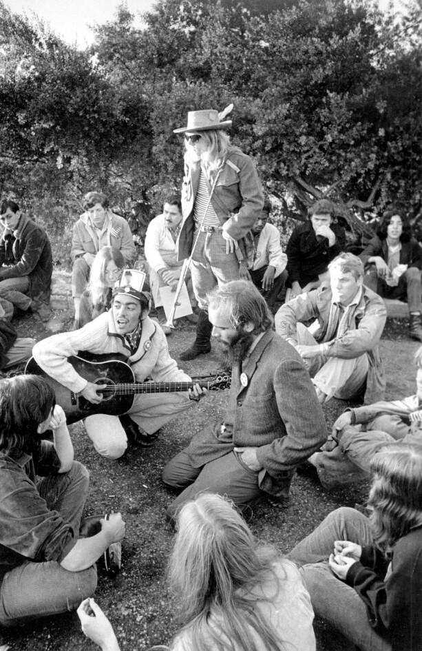 FRI SEX OG DONGERI: Mange sverget til blue jeans under Summer of love i San Fransisco i 1967. NTBScanpix.