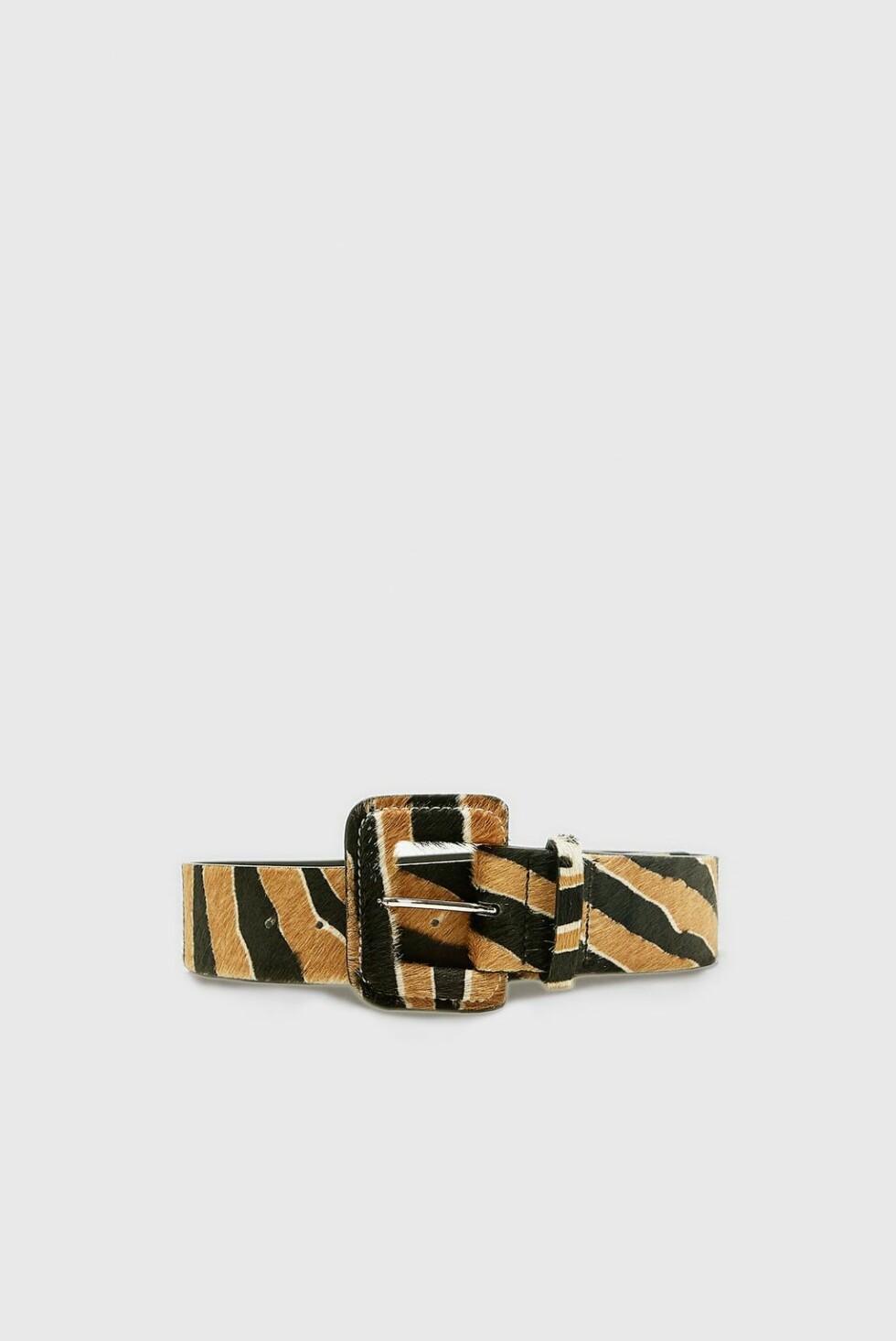 Belte fra Zara |299,-| https://www.zara.com/no/no/skinnbelte-med-dyrem%C3%B8nster-p02495207.html?v1=7678029&v2=1074660
