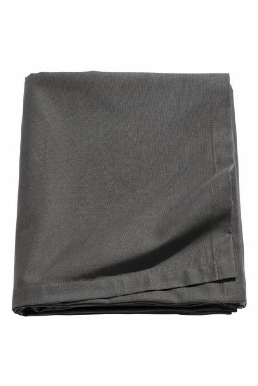 Linduk i antrasittgrå, 145×250 (kr 150, H&M Home).