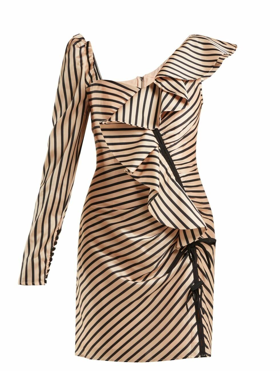 Kjole fra Self-Portrait |1600,-| https://www.matchesfashion.com/intl/products/Self-portrait-Asymmetric-striped-satin-mini-dress-1211478