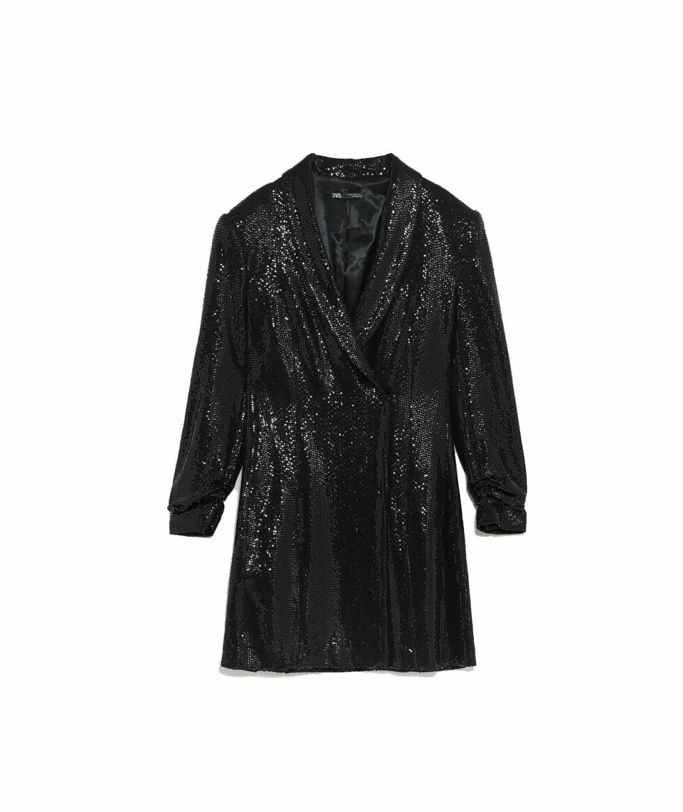 Kjole fra Zara |799,-| https://www.zara.com/no/no/blazerkjole-med-glans-p02098560.html?v1=8100631&v2=1074622