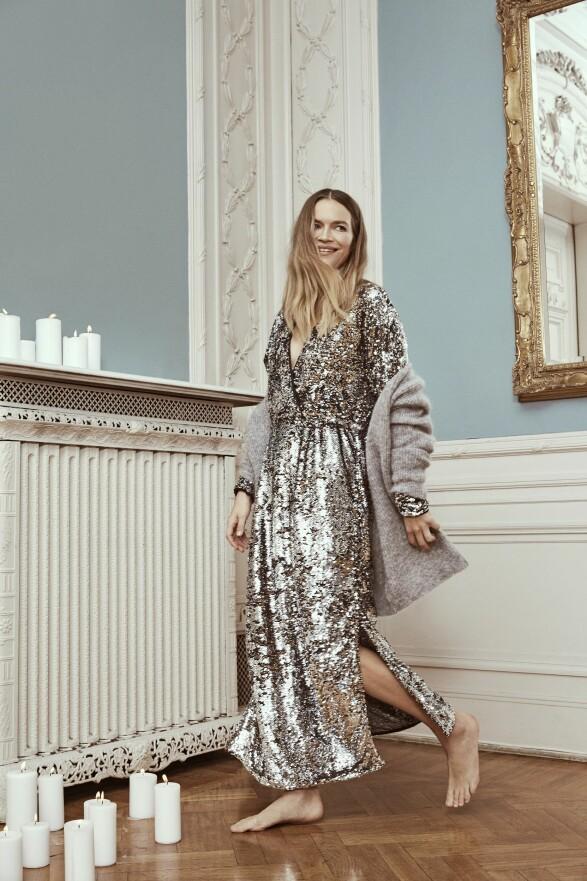 Kardigan fra Ganni, kr 2500. Kjole fra Selected Femme, kr 2200.