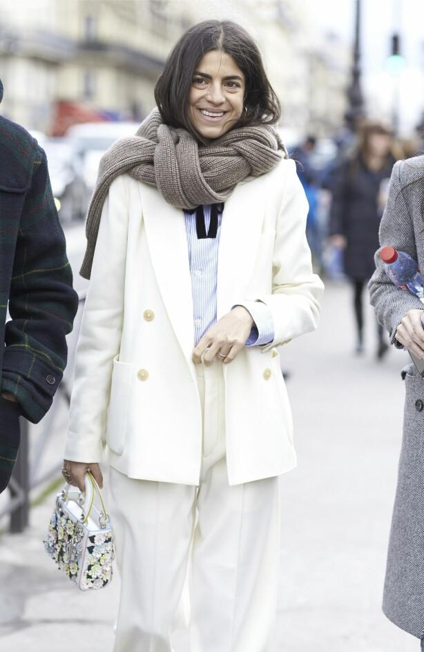 Gjør som Leandra Medine og bruk det store strikkeskjerfet sammen med sofistikerte plagg som blazeren. Foto: Scanpix