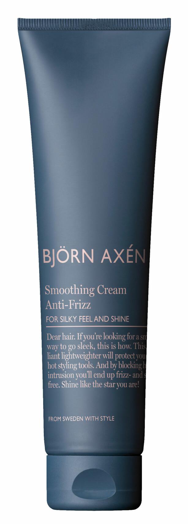 Med varmebeskyttelse og pleiende ingredienser for å beskytte håret (kr 130, Björn Axén, Smoothing Cream Anti Frizz).