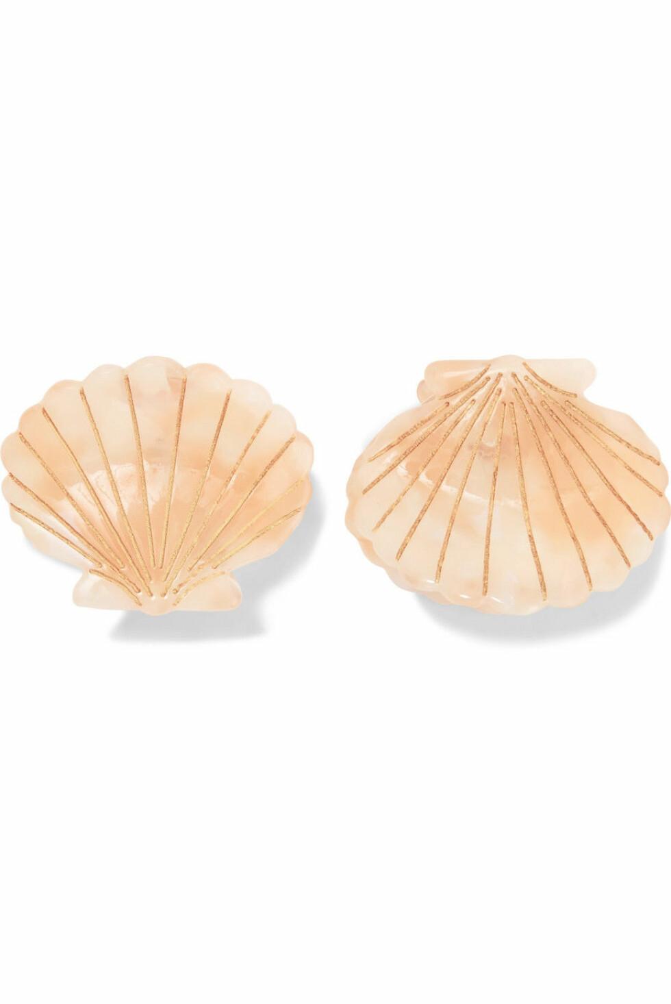 Valet |389,-| https://www.net-a-porter.com/no/en/product/1124910/valet/ursula-set-of-two-resin-hair-clips