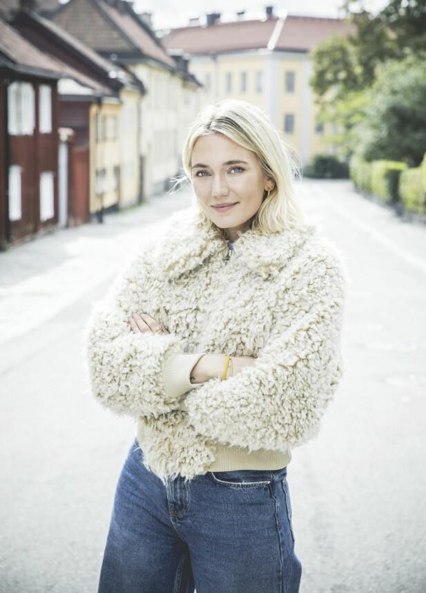 – Det fantes alltid noens storesøster eller storebror som kunne kjøpe alkohol for meg, forteller Josefin. FOTO: Rickard L. Eriksson