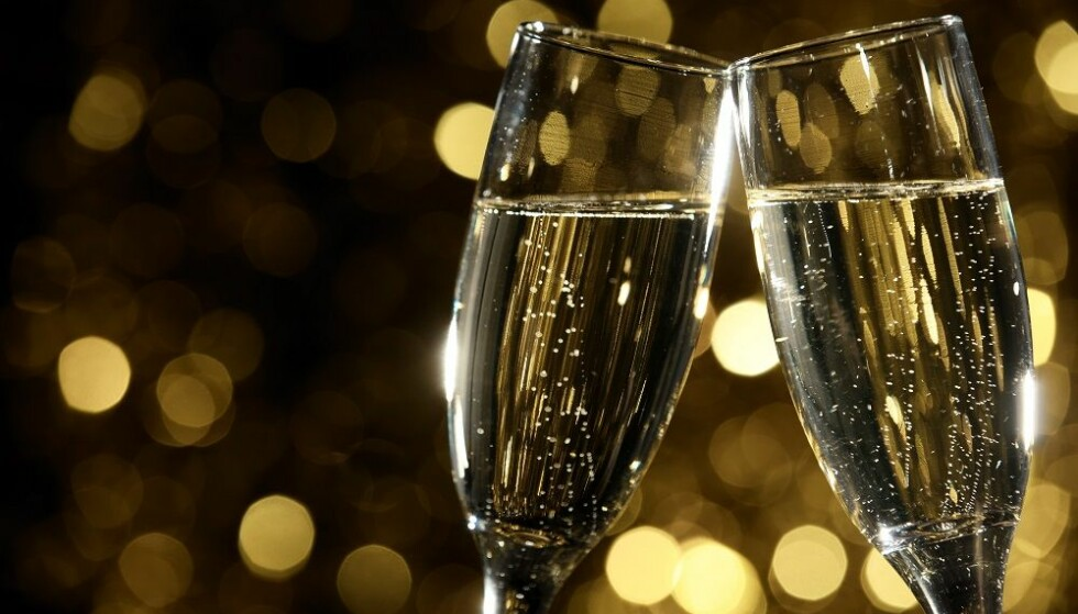 FLUTE: De typiske champagneglassene som ofte gir god feststemning. FOTO: NTB Scanpix