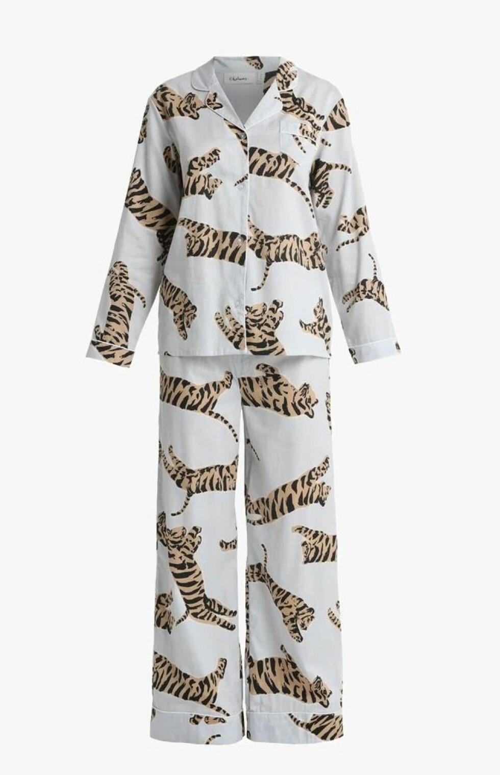 Pysj fra Chalmers |1395,-| https://www.zalando.no/chalmers-suzie-pyjam-set-pyjamas-whitebrownblack-chq81p003-a11.html