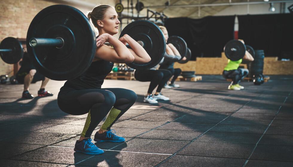 KNEBØY: Knebøy er én av øvelsene som anbefales når man vil trene lår. Denne kan fint gjøres hjemme og ute - uten vekter. FOTO: NTB scanpix
