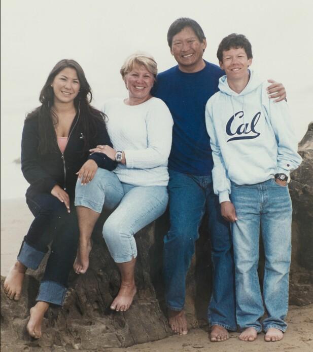 FAMILIEN: Tove sammen med mannen Cliff, datteren Thea og sønnen David. FOTO: Privat