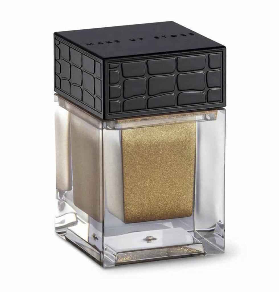 Med vitamin E (kr 155, Makeup Store, Eyedust Gold).