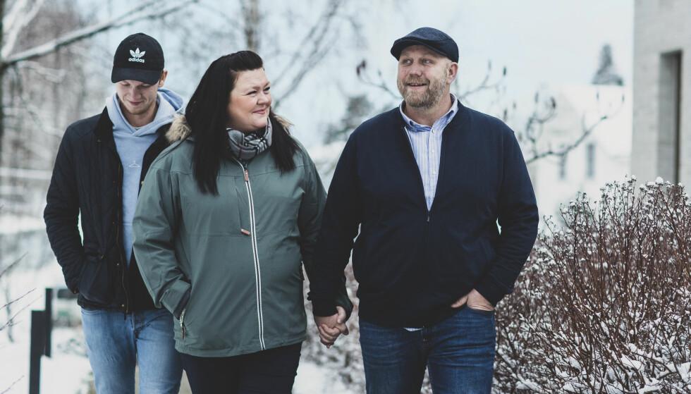 SAMMENSVEISET: Vi er en åpen familie, forteller Bente Linn. Det har hjulpet å kunne snakke sammen. Men hun savner et nettverk for både pasienter og pårørende.