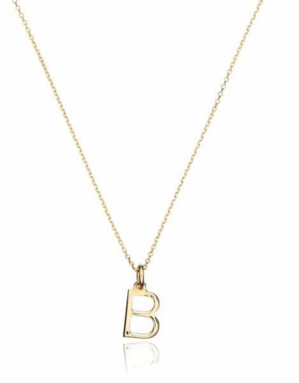 Kjede fra Lily & Roo |1300,-| https://www.wolfandbadger.com/uk/gold-small-initial-letter-charm-necklace/