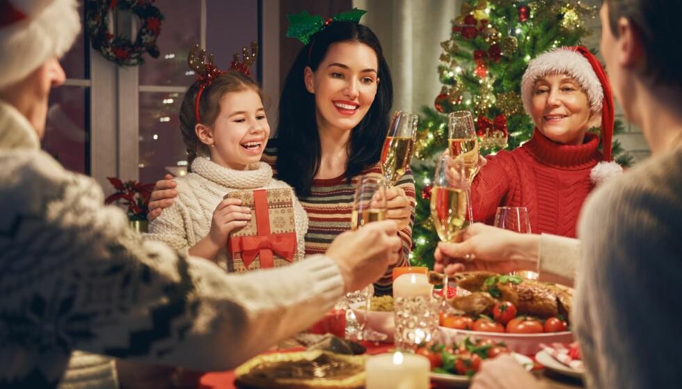 FAMILIE: For mange betyr julen mye familibesøk og hyggelige stunder, men for en del blir det også en stressende tid. FOTO: NTB Scanpix