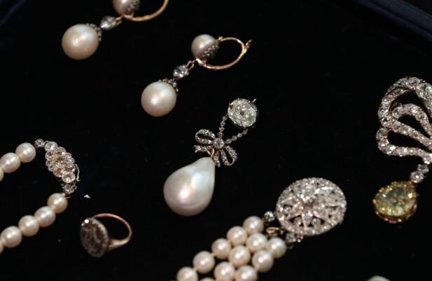 HISTORISKE ANHENG: Marie Antoinette elsket smykker og hadde datidens kanskje mest fornemme samling. Her en deler av den, som hun rakk å smugle ut av Paris før familien forlot Versailles. FOTO: NTBScanpix