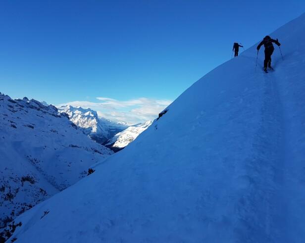 UTSIKT: På vei opp Jochpasset er det vanskelig å ikke la seg imponere. FOTO: Privat