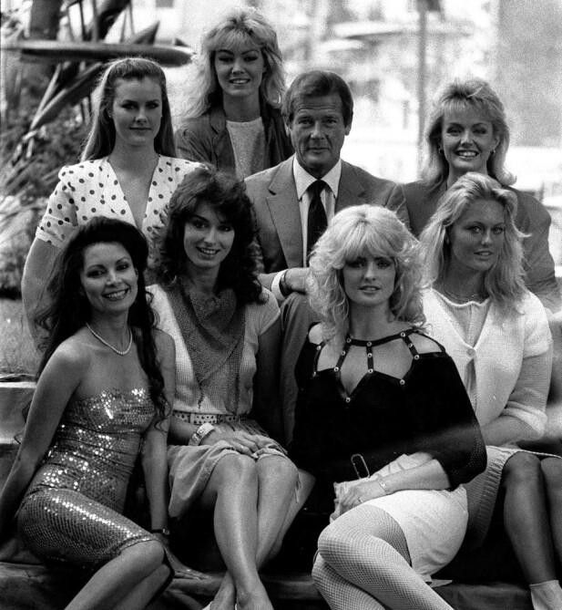 UNG BUKETT? Sir Roger Moore i 1983, sammen med syv av Bond-pikene i «Octopussy». NTBScanpix.