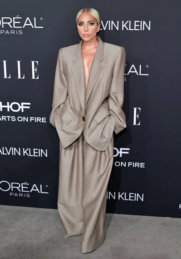 WOMEN IN HOLLYWOOD: Lady Gaga i dress fra Marc Jacobs. Foto: Scanpix
