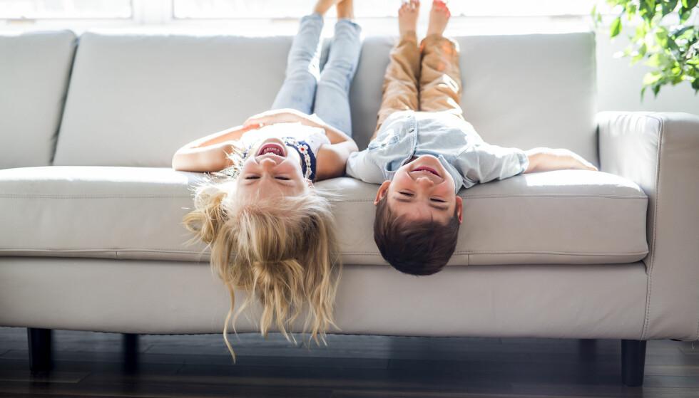 BARN MED GODE MANERER: Å hilse pent, takke for maten og vente på tur, er noen eksempler på manerer ekspertene mener barn bør kunne. FOTO: NTB Scanpix