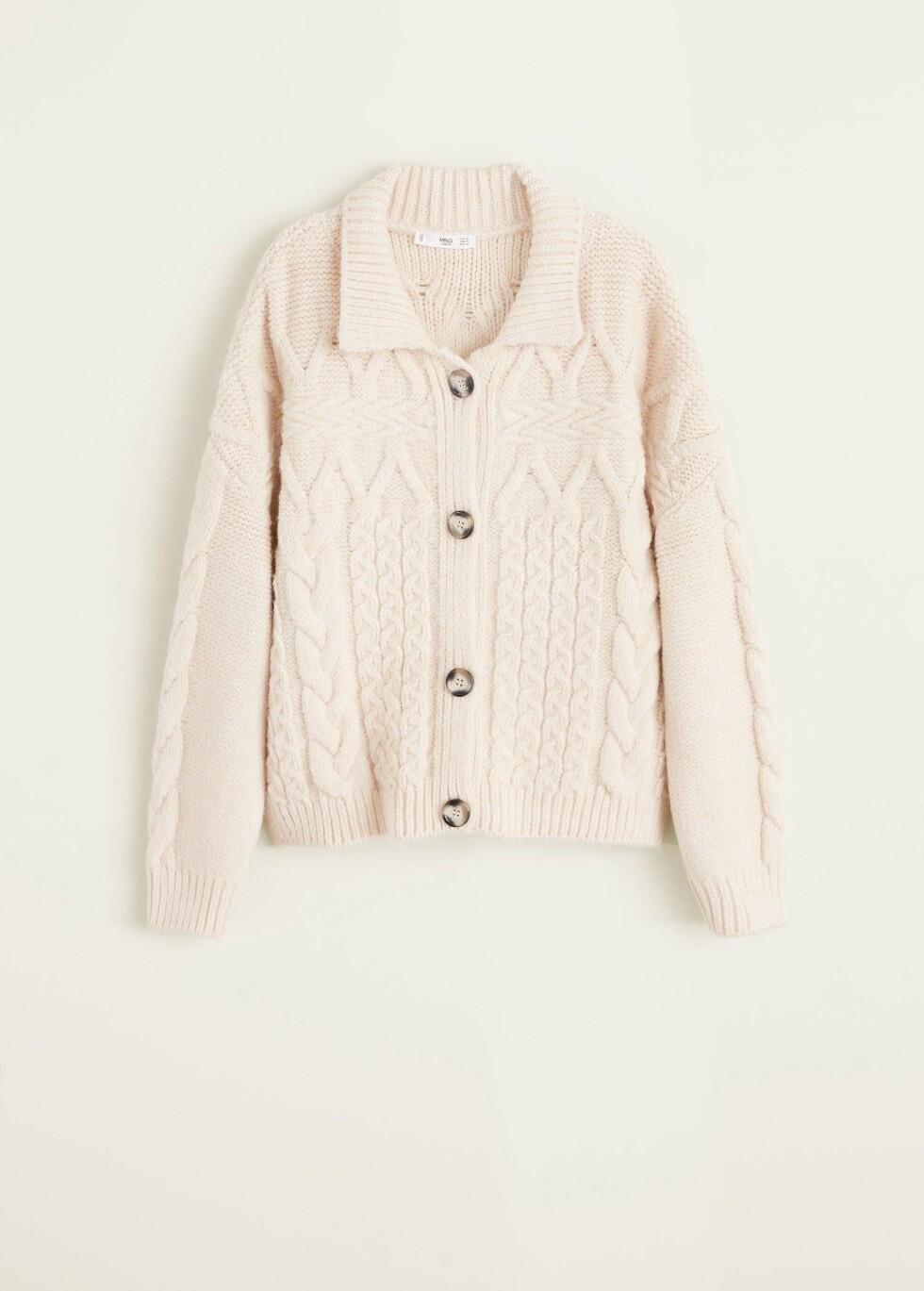 Kardigan fra Mango |299,-| https://shop.mango.com/no-en/women/cardigans-and-sweaters-cardigans/chunky-knit-cardigan_33057670.html?c=05&n=1&s=Rebajas_she.familia;55,355,610,810