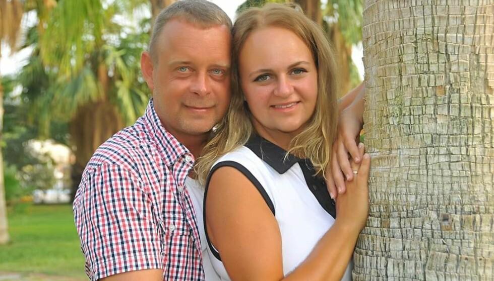 <strong>ET HELT NYTT LIV:</strong> Etter å ha vært svært syk i mange år, kunne Marte og ektemannen André Rindal i fjor feire Martes gode helse og ti års bryllupsdag i Tyrkia. FOTO: Privat