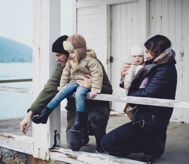 KOMPLETT: For Kim og Kristina tok det mange år før de endelig fikk holde storesøster Viktoria i armene sine, da de bestemte seg for å lage søsken til Viktoria, ga de det maks tre forsøk. FOTO: Astrid Waller.