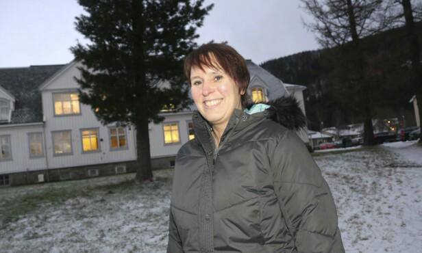 SPESIALIST: Lill-Grethe Johansen Kjønnås er klinisk spesialist i psykiatrisk sykepleie ved Voksenpsykiatrisk poliklinikk i Mosjøen. – Det som er anbefalt behandlingsmetode for bulimi, etter de nasjonalfaglige retningslinjene, er å bruke CBT-E, kognitiv terapi utviklet for spiseforstyrrelser, sier hun. FOTO: Stine Skipnes