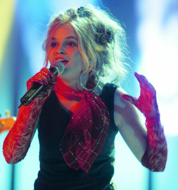 UNGT TALENT: Gunnhild Sundli under Spelemannsprisen i 2003.. Da hadde hun allerede vært rockestjerne siden hun var 14. Tre år senere sluttet hun i bandet. FOTO: NTBScanpix