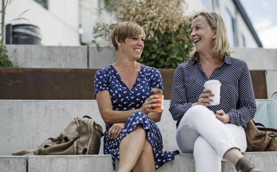 NÆRMESTE VENNINNE: – De gangene jeg har oppdaget at jeg er gravid, er det Tina som har fått vite det først, sier Anne Blume (t.v.) om sin nærmeste venninne. FOTO: Runolfur Gudbjörnsson