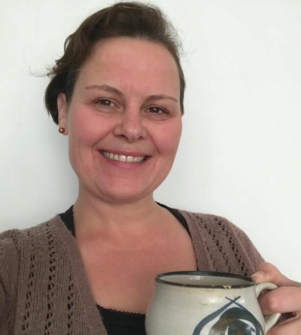 Kaffikjerringa Torill liker lyden av kaffitrakter på morgenen. FOTO: Privat