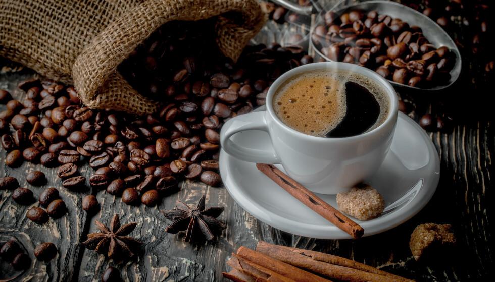 SVART: De fleste liker kaffen svart og drikker nesten fire kopper daglig. FOTO: Scanpix