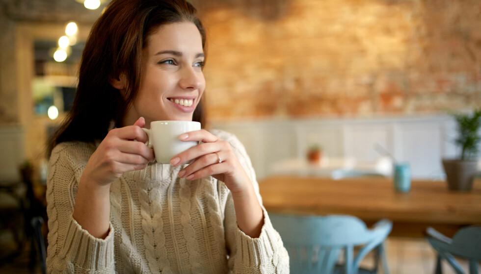 MORGENKAFFE: Mange tenker at de bare må ha en kopp kaffe før de starter dagen, men er de egentlig fysisk avhengige? FOTO: NTB Scanpix