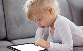 - Foreldre bruker nettbrettet som barnevakt