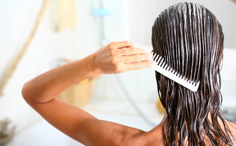 VÆR OBS PÅ VÅTT HÅR: Ifølge frisør Line Kristiansen, må man være mer skånsom med vått hår fordi det da er på sitt mest sårbare. I saken forteller hun om hva du bør unngå å gjøre. FOTO: NTB Scanpix