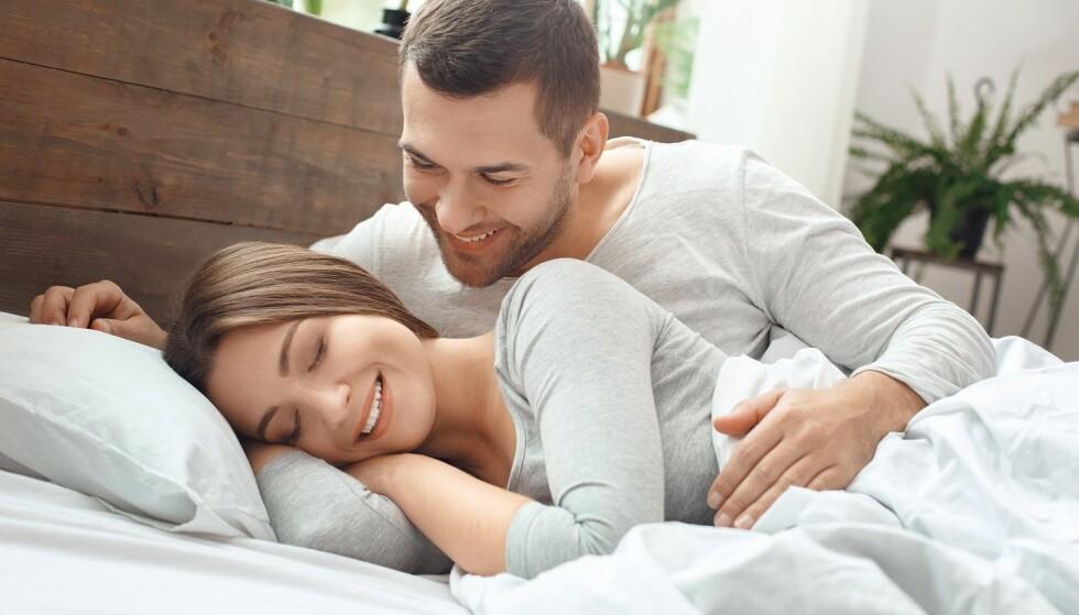 HVA DRØMTE DU I NATT: Du er ikke en dårlig kjæreste selv om du har en sexdrøm om en annen. (Men du trenger kanskje ikke å fortelle om drømmen). Foto: Scanpix.
