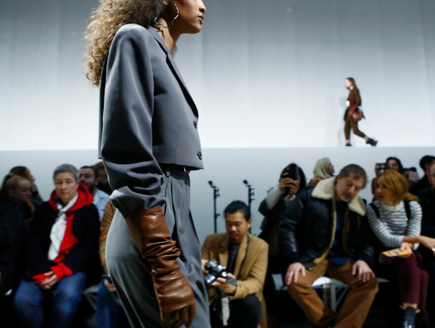 MOTEUKEN I PARIS: Acne Studios får skryt for den nye kolleksjonen sin. Foto: Scanpix