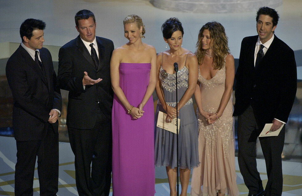 Hele gjengen fra Friends på Emmy Awards i 2002. Fra venstre: Matt LeBlanc, Matthew Perry, Lisa Kudrow, Courteney Cox Arquette, Jennifer Aniston og David Schwimmer. Foto: NTB Scanpix