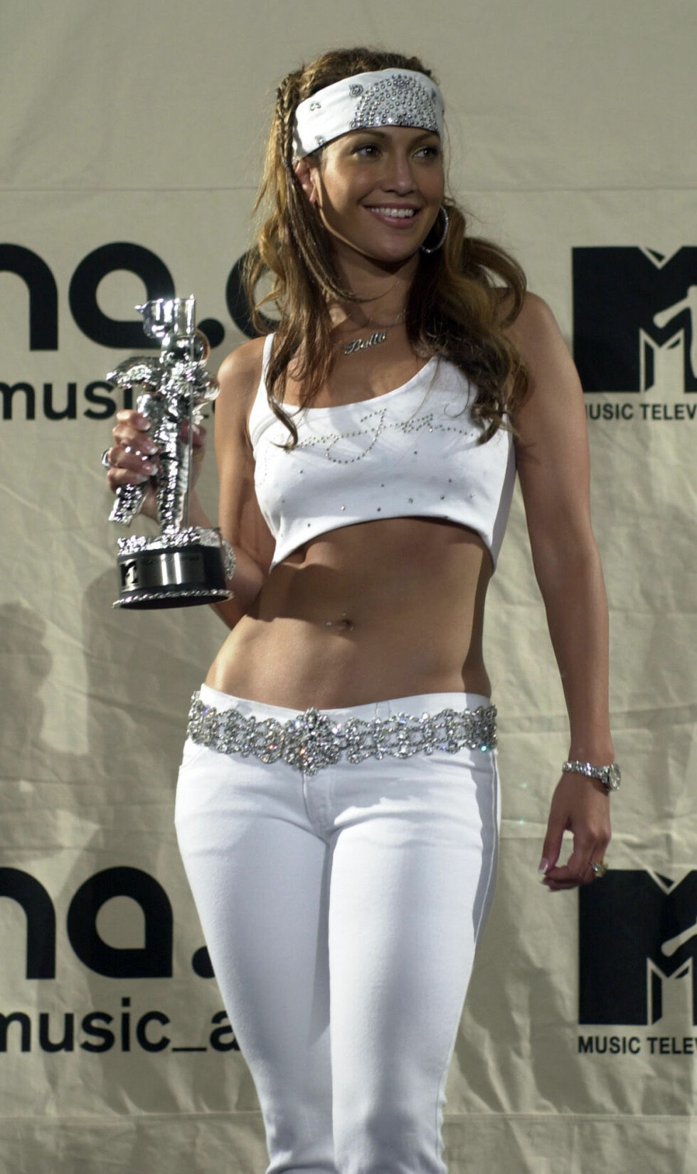 "Jennifer Lopez med hennes Best Dance Award for hennes sang  ""Waiting For Tonight"" på MTV Music Video Awards i 2000. Foto: NTB Scanpix"