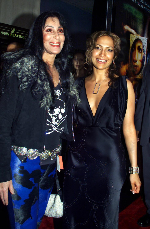 """Jennifer Lopez sammen med Cher i 2000, på premieren av Lopez nye film """"The Cell"""". Foto: NTB Scanpix"""