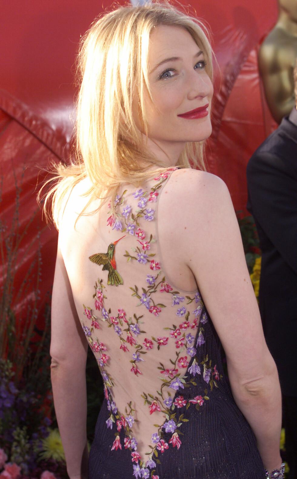 """Cate Blanchett på Oscar-utdelingen i 1999, hun var nominert for beste kvinnelige hovedrolle for rollen i filmen """"Elisabeth"""". Foto: NTB Scanpix"""
