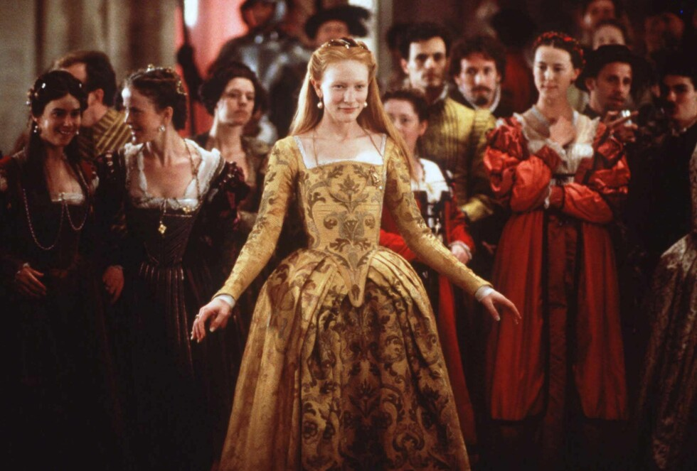 """Cate Blanchett som Elisabeth I i filmen """"Elisabeth"""" fra 1998. Foto: NTB Scanpix"""