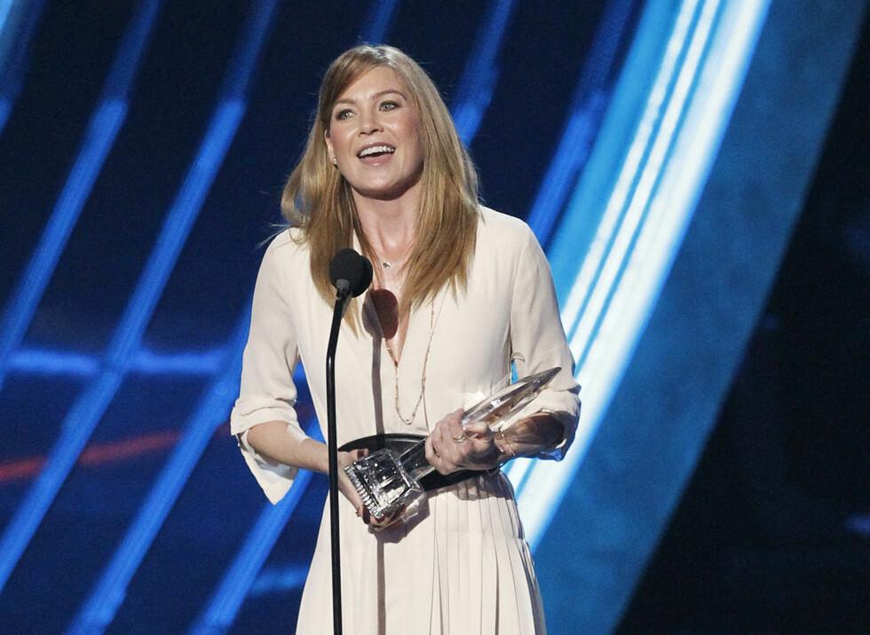 Ellen Pompeo holder tale på Peoples Choice Awards etter å ha mottat prisen for beste kvinnelige TV-skuespiller innen drama i 2013. Foto: NTB Scanpix