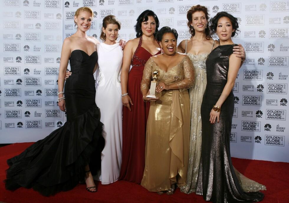 "Jentene fra ""Grey's Anatomy"" viser frem sin pris for beste drama serie på Golden Globes i 2007.  Foto: NTB Scanpix"