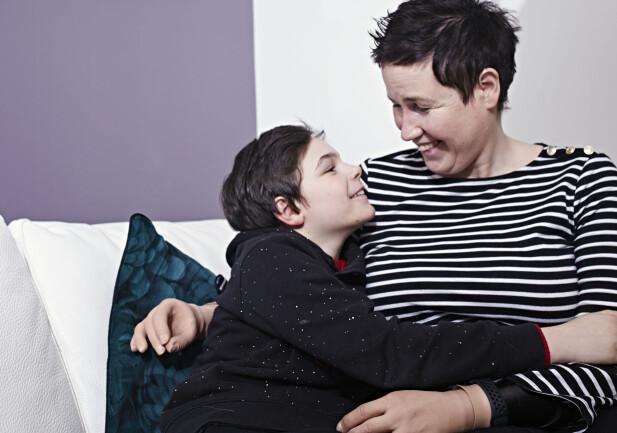 LYST SINN: Gry Hege mener både hun og sønnen Fredrick er velsignet med evnen til å se lyst på livet, og at det har hjulpet dem i gjennom de tøffe hendelsene. FOTO: Geir Dokken