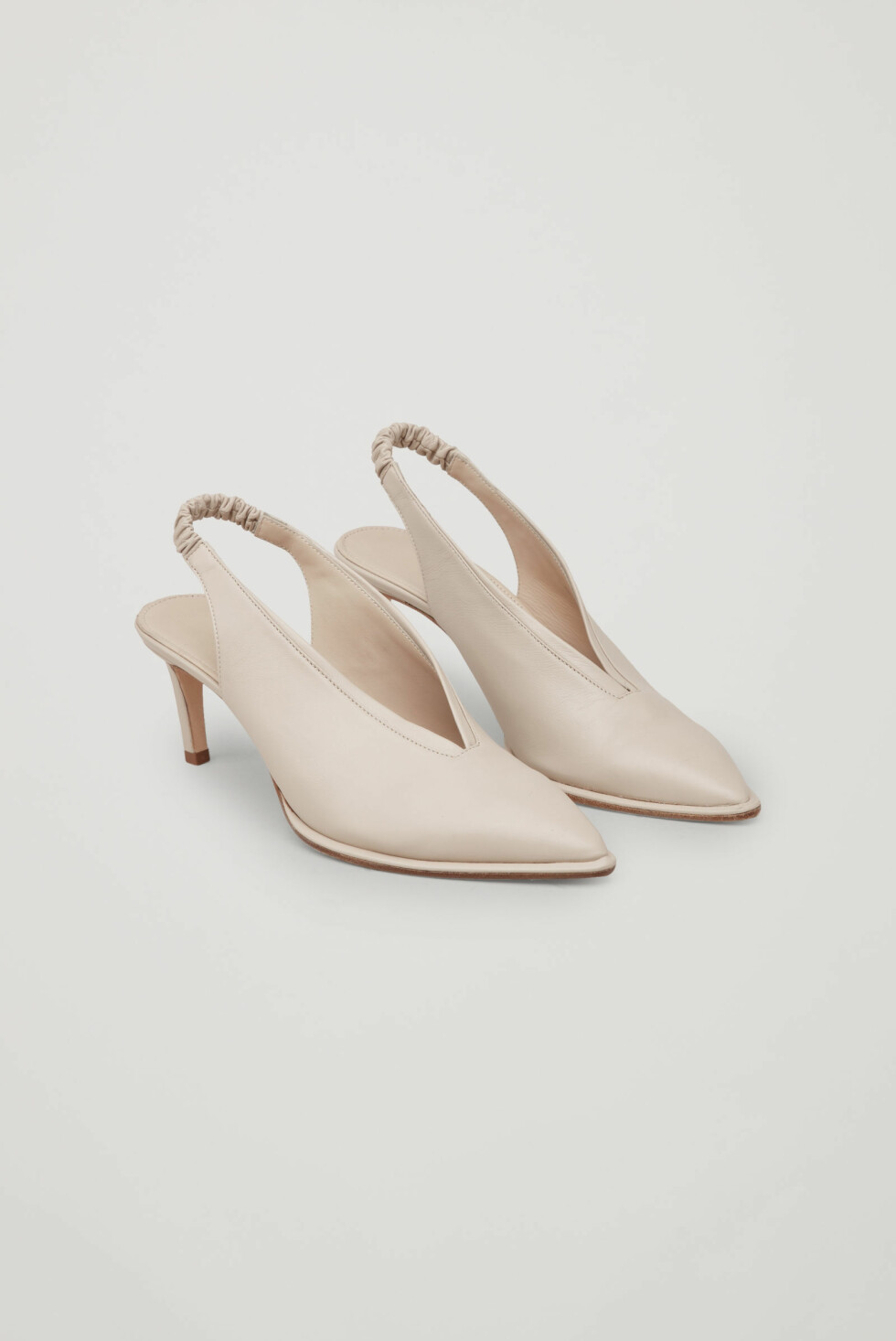 Sko fra COS |550,-| https://www.cosstores.com/en_sek/women/accessories/shoes/product.slingback-leather-heels-beige.0669340001.html